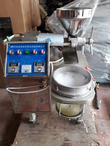 Máy ép dầu  thực vật ( Dầu Lạc ,Dầu Vừng ,,,,) 6YL-30