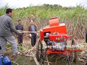 Máy tuốt lá mía và chặt ngọn Kamast 2018